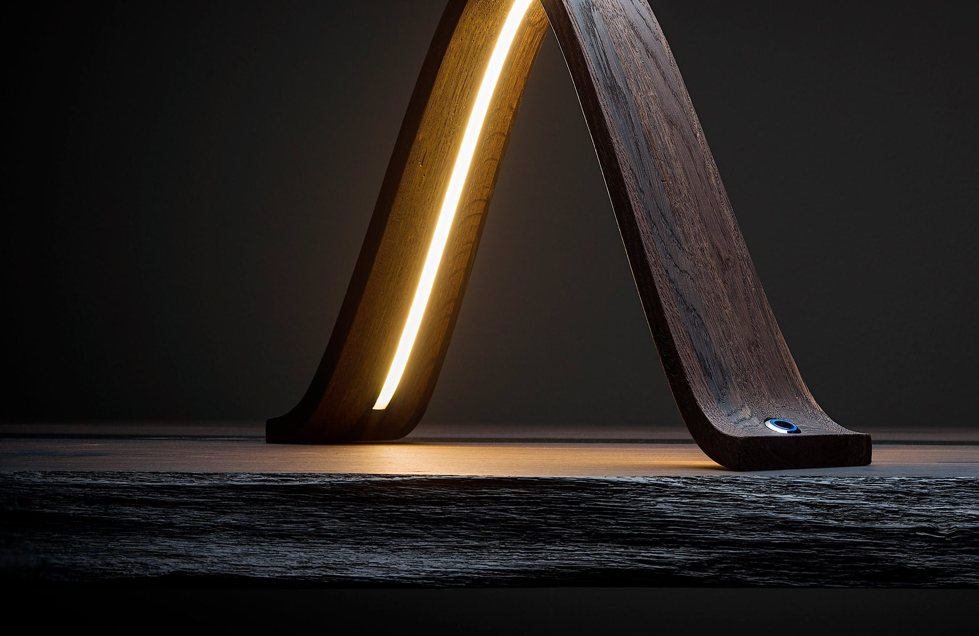Lampada in legno fossile